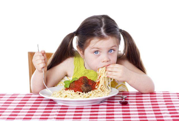 i-bambini-mangiano-troppo-ecco-nutripiatto-il-kit-per-imparare-quanto-e-cosa-mangiare