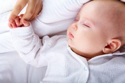il-sonno-del-bebe-co-sleeping-bed-sharing-o-cameretta