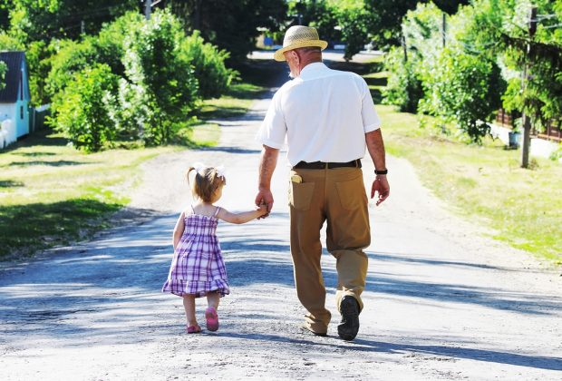 nonni-badare-ai-nipoti-allunga-la-vita-i-risultati-di-uno-studio