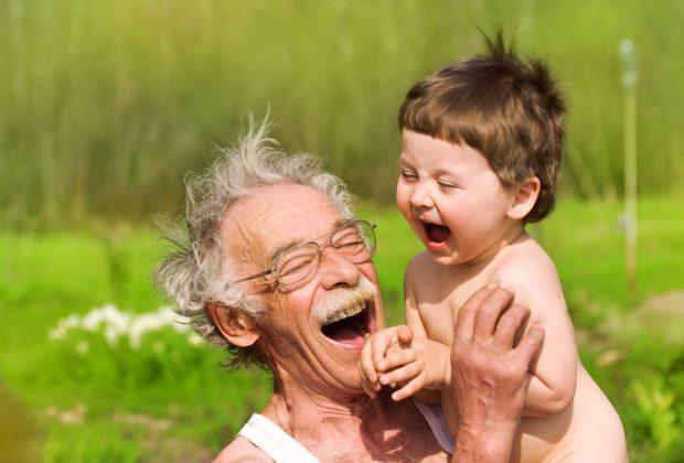 nonni-e-nipoti-si-al-bonus-baby-sitter-ma-meglio-che-non-accompagnino-i-bimbi-al-centro-estivo