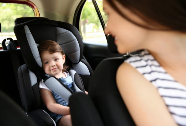 genitori-alla-guida-sono-i-piu-distratti