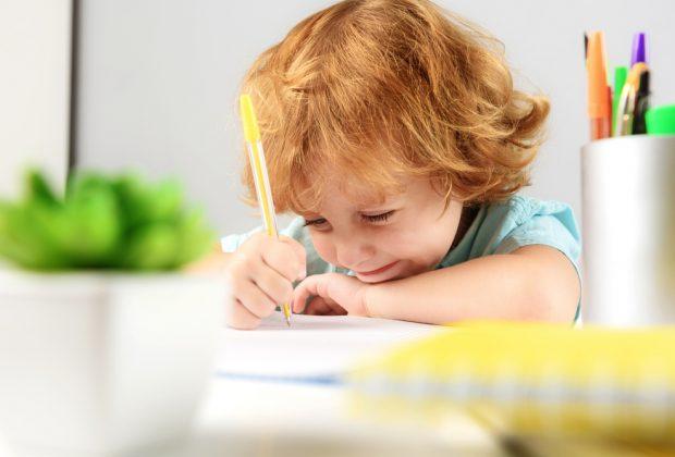 come-capire-se-il-bambino-ha-difficolta-di-scrittura