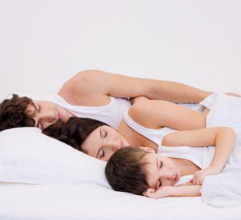 studio-sul-sonno-i-figli-influenzano-il-riposo-dei-genitori-per-6-anni