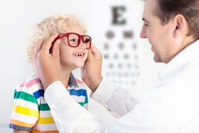 bambini-e-problemi-alla-vista-la-parola-all'oculista