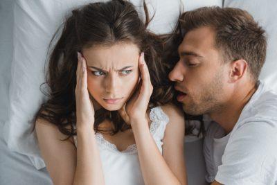 dormire-con-un-partner-rumoroso-mina-il-benessere-psicofisico