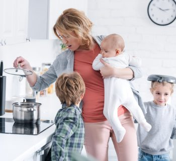 le-madri-con-3-figli-sono-meno-stressate-di-quelle-che-ne-hanno-uno-o-due
