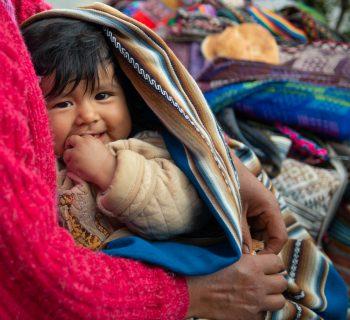 ecuador-una-fascia-porta-bebe-per-combattere-la-malnutrizione