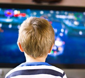 guardare-la-tv-al-mattino-e-pericoloso-per-lo-sviluppo-dei-bambini