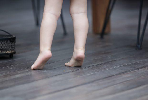camminare-in-punta-di-piedi-quando-preoccuparsi