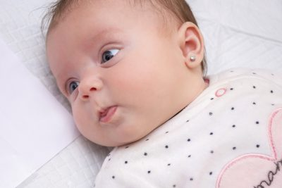 9-motivi-non-bucare-le-orecchie-alle-neonate