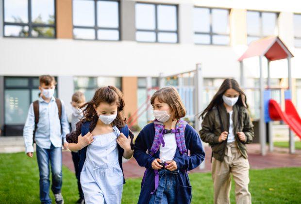 ok-alle-mascherine-di-stoffa-a-scuola:-per-gli-insegnanti-si-valutano-quelle-trasparenti