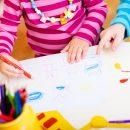 niente-azzurro-o-rosa-il-colore-del-grembiule-lo-scelgono-i-bambini