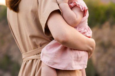 la-schiena-dei-genitori-a-rischio-traumi