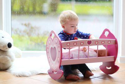 giocare-bambole-beneficio-bambino
