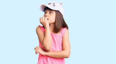 onicofagia-bambino-si-mangia-le-unghie
