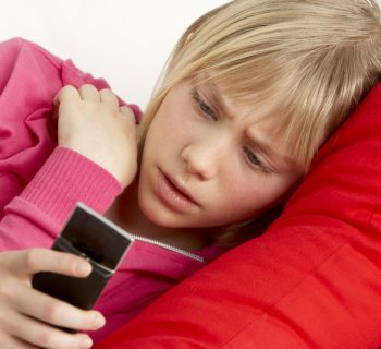 cyberbullismo-e-connessione-sempre-attiva-i-rischi-per-gli-adolescenti