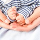 benefici-del-contatto-fisico-neonati