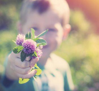 lavorare-sulla-generosita-dei-bambini-per-contrastare-il-materialismo