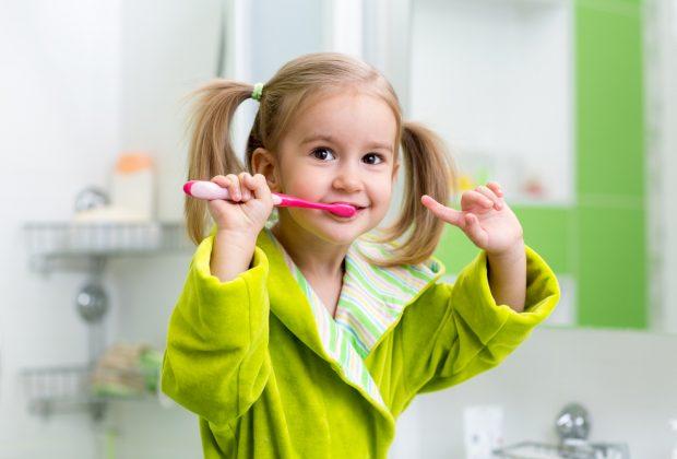 lavare-denti-dei-bambini-consigli-unigiene-dentale-corretta