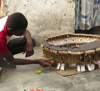 djodjo-il-bambino-congolese-che-costruisce-stadi-in-miniatura