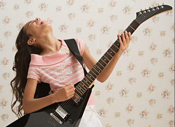 con-uno-strumento-musicale-bambini-imparano-crescere