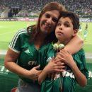 il-figlio-e-non-vedente-la-mamma-gli-racconta-le-partite-alla-stadio