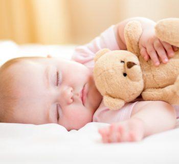 a-letto-presto-fa-bene-ai-bimbi-e-ai-genitori