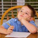 aiutare-i-bambini-a-fare-i-compiti-e-controproducente