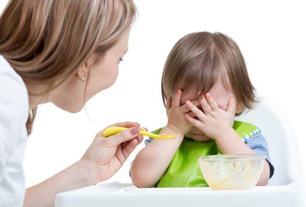 alimentazione-conati-di-vomito-mentre-mangia