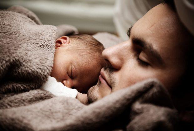 allattamento-maschile-in-inghilterra-si-studia-un-kit-di-ormoni