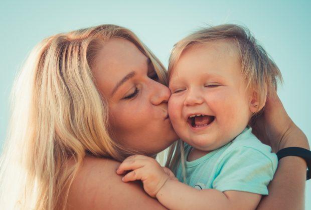 abbracciate-i-vostri-bimbi-da-grandi-saranno-piu-empatici