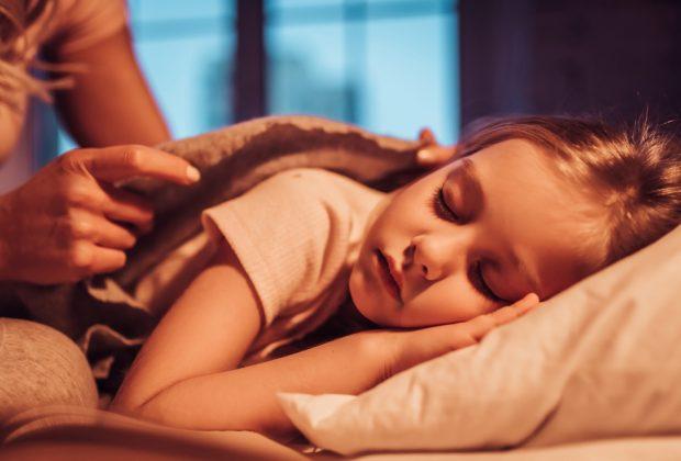 bambini-e-sonnambulismo-cosa-fare-se-il-piccolo-cammina-nel-sonno
