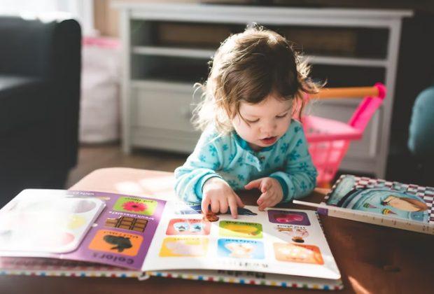 metodo-montessori-giochi-sviluppo-linguaggio-bambino