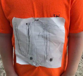 bambino-bullizzato-per-la-maglietta-disegnata-a-mano:-l'universita-del-tenessee-la-rende-ufficiale