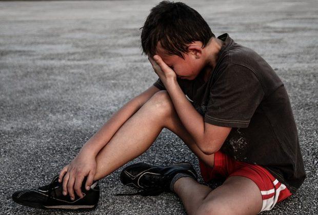 bambino-di-undici-anni-chiuso-a-chiave-nella-sua-camera-mentre-i-genitori-uscivano-con-gli-amici