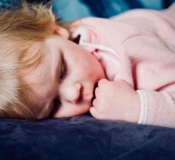 apnee-notturne-del-bambino-sintomi-cause-trattamenti