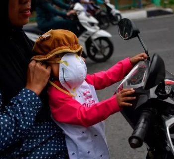 indonesia-e-incendi-di-foreste-la-qualita-dellaria-danneggia-la-salute-di-milioni-di-bambini