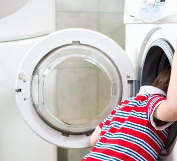polonia-baby-sitter-chiude-bimbo-nella-lavatrice-e-poi-posta-le-foto-sui-social