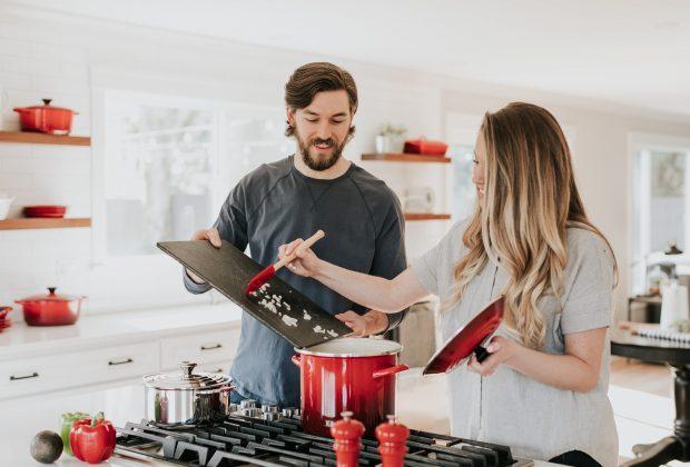 cucinare-insieme-un-ottimo-modo-unire-la-famiglia
