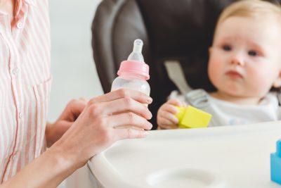 allattamento-artificiale-i-neonati-ingeriscono-milioni-di-microplastiche-al-giorno-lo-studio