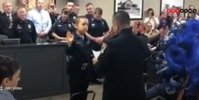 bimba-affetta-da-tumore-incurabile-realizza-il-suo-piu-grande-desiderio-diventare-poliziotta