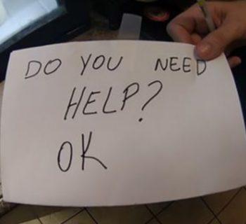 usa-cameriera-salva-bambino-maltrattato-grazie-a-un-bigliettino
