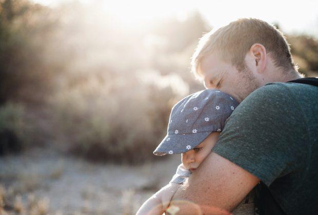 papà insegna rispetto figli maschi