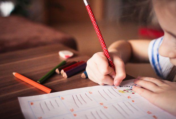 bambini-che-scrivono-al-contrario-ce-da-preoccuparsi