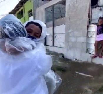 oronavirus-e-favelas-una-maestra-inventa-il-kit-degli-abbracci