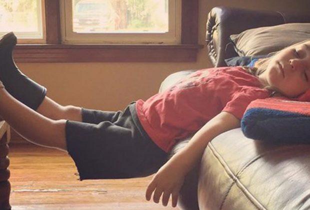 quando-il-sonno-chiama-ecco-i-bimbi-addormentati-nelle-posizioni-piu-assurde