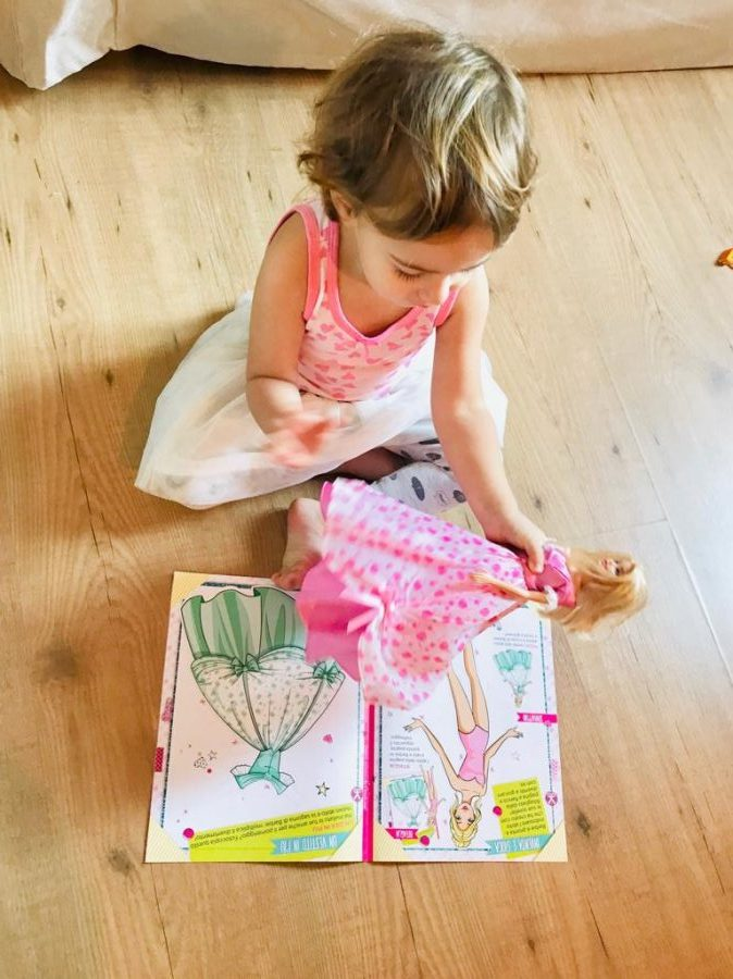 Barbie-gioca-con-la-moda