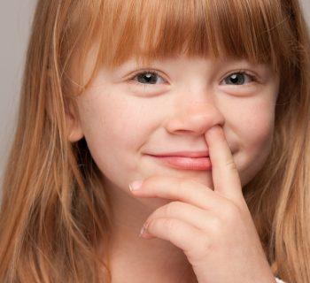dita-nel-naso:-come-eliminare-questa-abitudine-secondo-una-psichiatra