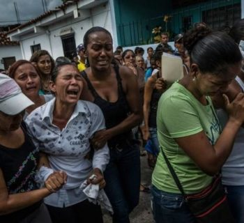 dramma-in-venezuela-i-bambini-morti-per-denutrizione-vengono-sotterrati-in-scatoloni