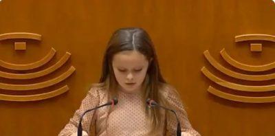 elsa-ramos,-bimba-transgender-di-8-anni-difende-i-diritti-della-comunita-lgbt-il-suo-discorso-diventa-virale-video